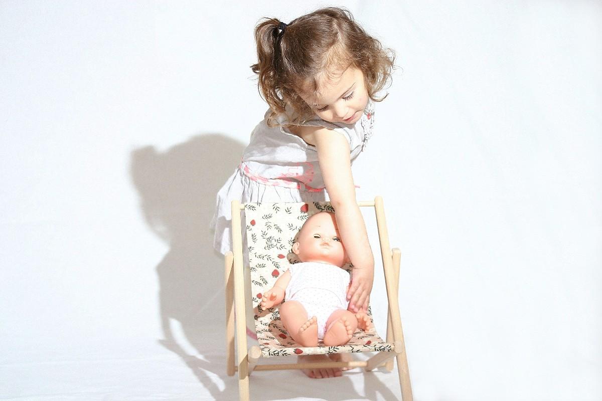 Chaise longue pour poupée