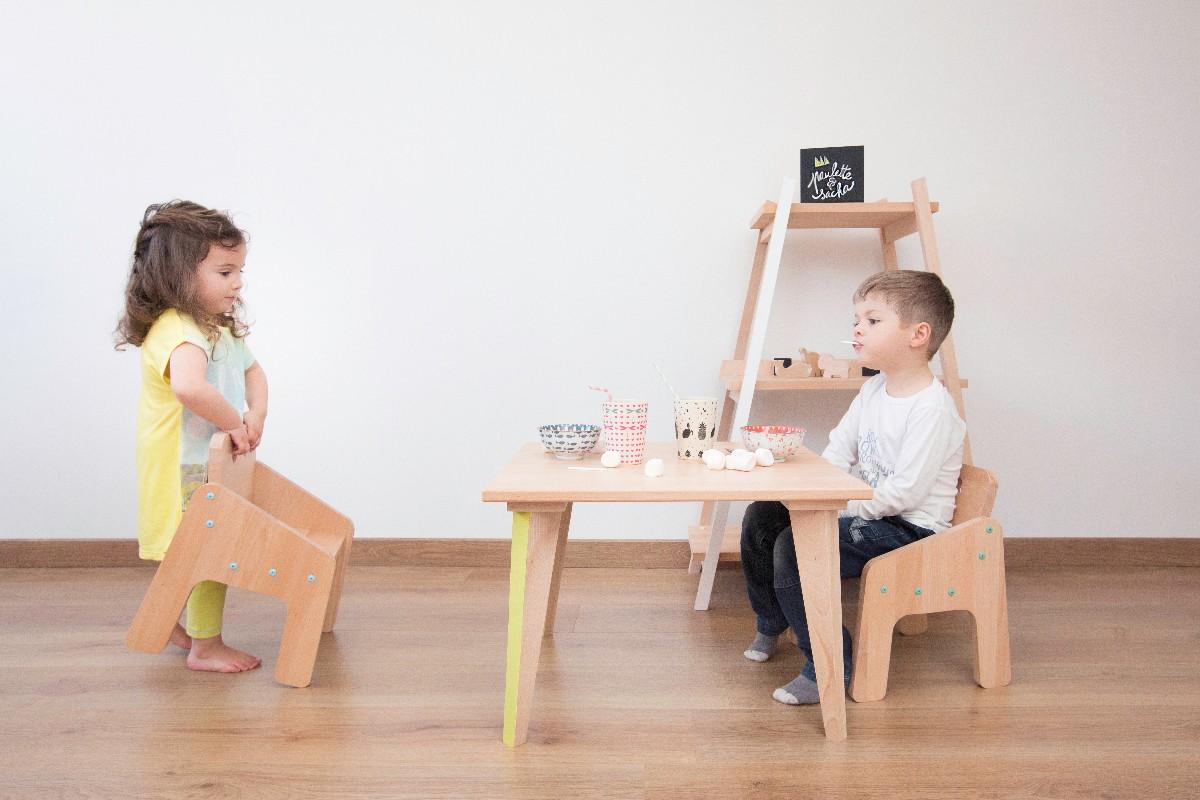 Table à manger pour enfant en bois